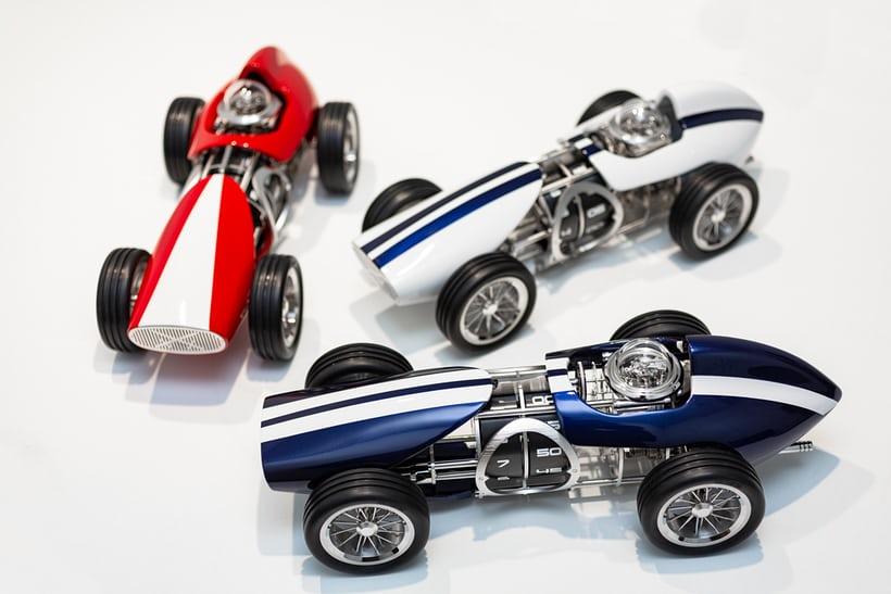 Часы-гоночный автомобиль — самый быстрый измеритель времени